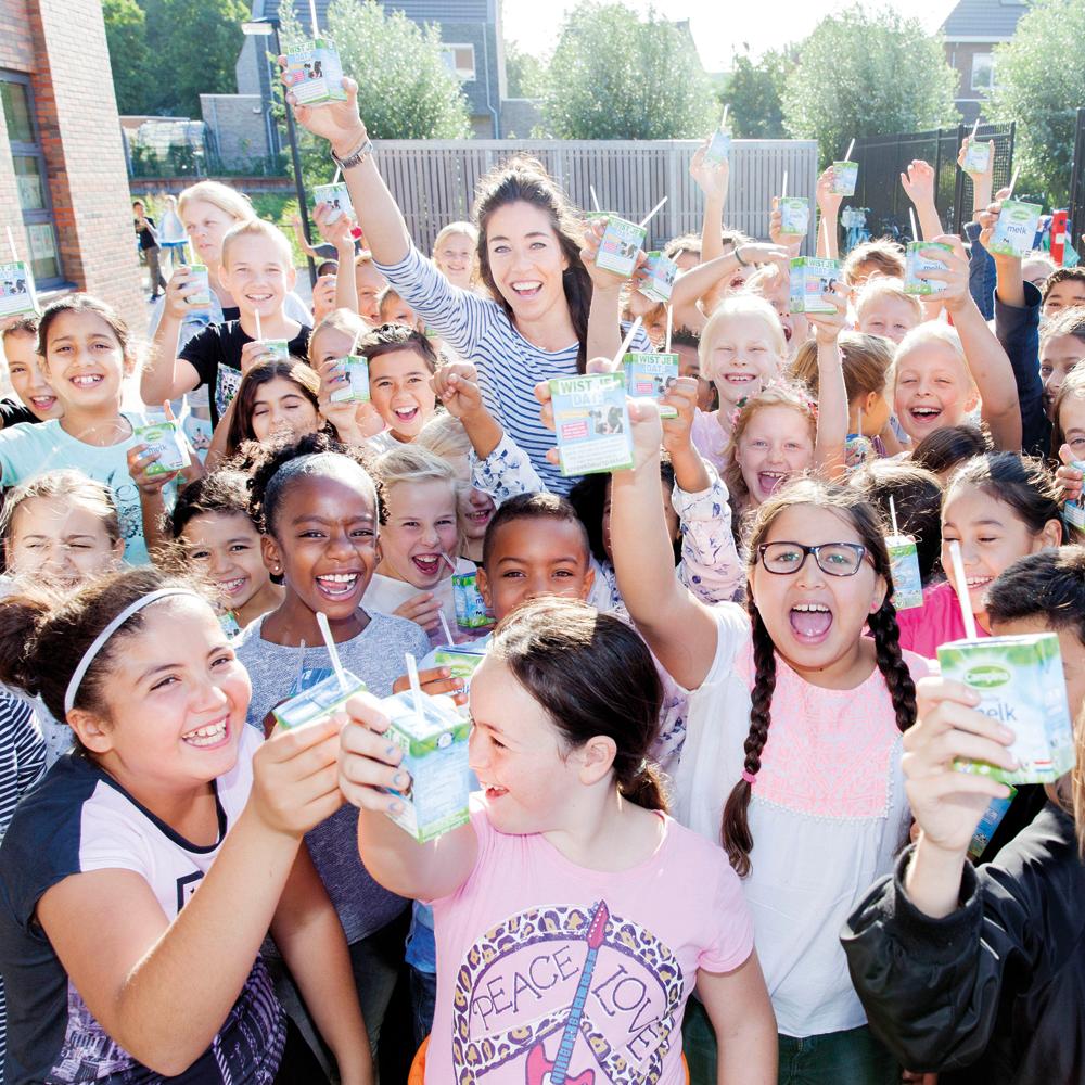 naomi_van_as_promoot_gezonde_voeding_op_wereldschoolmelkdag_beeld