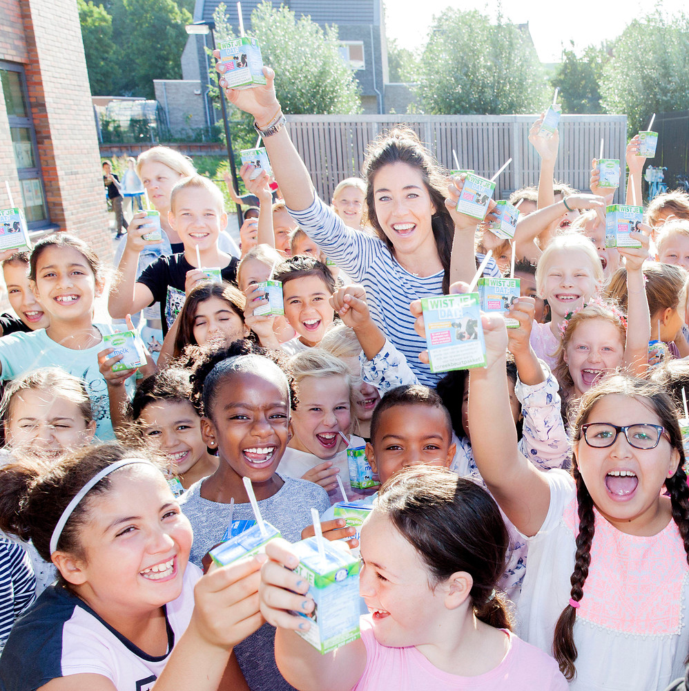 Naomi van As promoot gezonde voeding op Wereld Schoolmelkdag